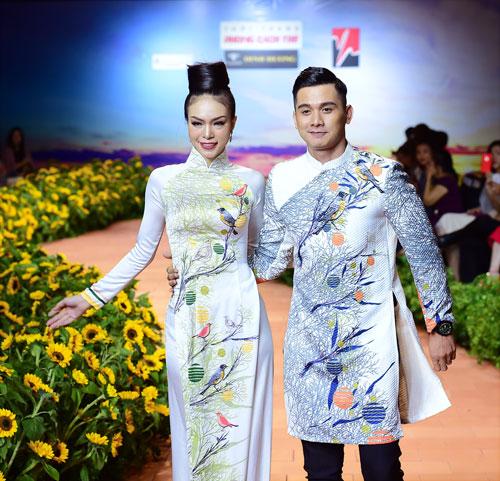 NTK Việt Hùng gửi mùa Xuân nồng nàn trong BST mới