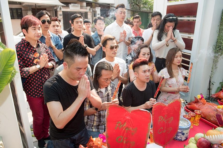 Quang Hà cùng nhiều sao Việt dâng hương tổ nghiệp tại tư gia