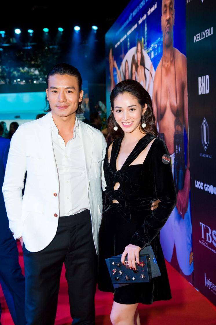 Hiếu Nguyễn chăm sóc Mai Thanh Hà tại sự kiện
