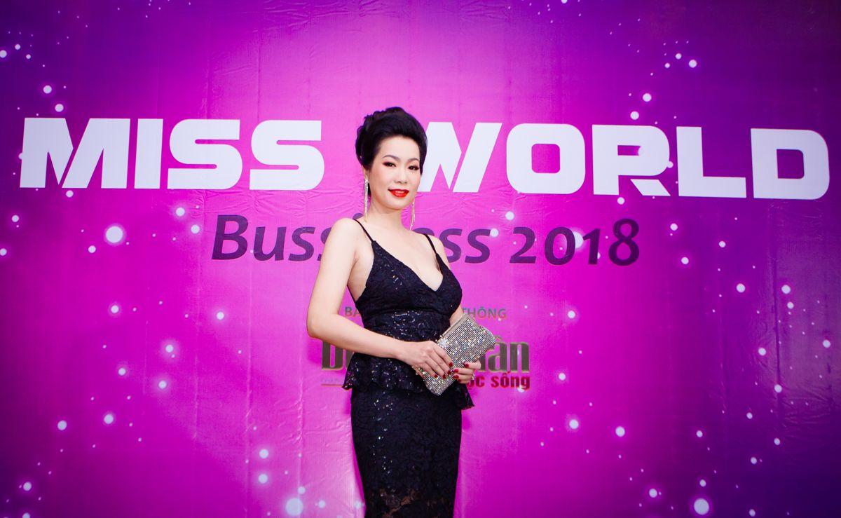 Trịnh Kim Chi quyến rũ trong vai trò giám khảo cuộc thi nhan sắc