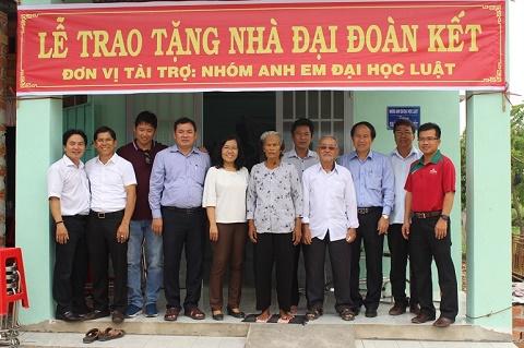 """Phuc Khang Corp trao nhà """"đại đoàn kết"""" và tặng quà cho hàng trăm gia đình khó khăn"""