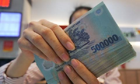 Lợi nhuận tăng, ngân hàng mạnh tay trả lương nhân viên
