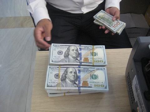 "Giá USD tự do ""neo"" trên 23.450 đồng/USD"