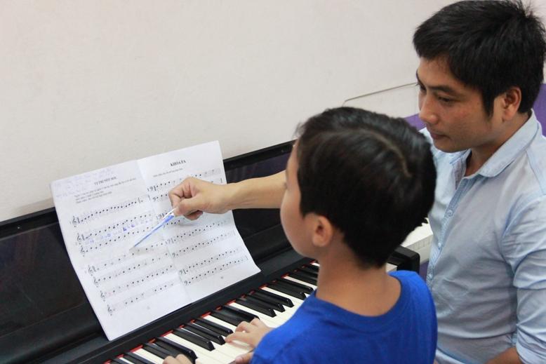 Dấu Chấm Đen Music School - Hành trình lập nghiệp của chàng trai phố núi