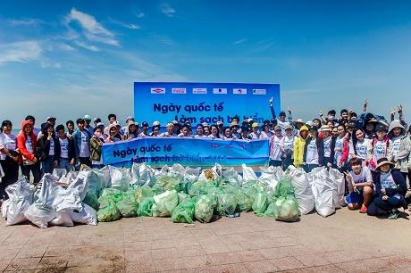 Vũng Tàu: Ngày Quốc tế làm sạch bờ biển 2018 thu hút hơn 400 người tham gia