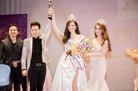 Diện vest CoCo&PaPa, Nguyên Vũ và Nam Phong lịch lãm, cuốn hút trao giải Hoa Hậu Việt Nam Toàn Thế Giới 2018