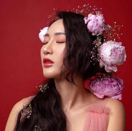 """Valentines Vân Nguyễn – """"Cô gái Vàng"""" của làng thiết kế Việt."""