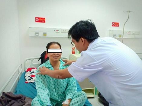 Cắt tuyến giáp không để sẹo bằng phẫu thuật nội soi qua ngả miệng