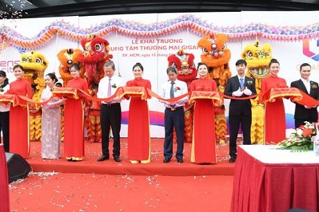 Người dân TP HCM đổ về Sense City Phạm Văn Đồng trong dịp khai trương