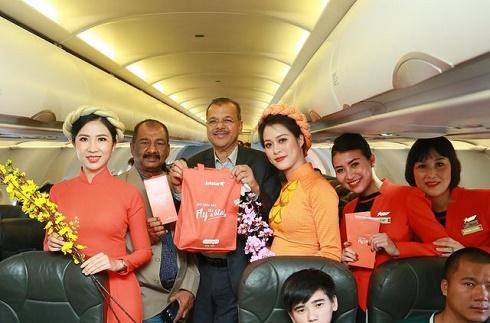 Bất ngờ lì xì trên không trung, Jetstar Pacific khiến hành khách thích thú