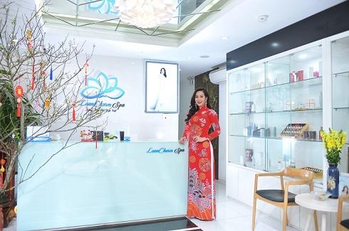 Hoa hậu Vũ Loan tự tay chuẩn bị cho ngày khai trương đầu năm của LoanCharm Spa
