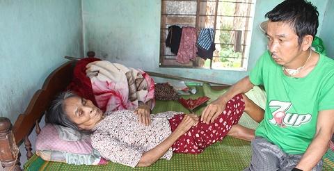 Mẹ già bại liệt, con trai ung thư ở Triệu Phong - Quảng Trị cần sự giúp đỡ