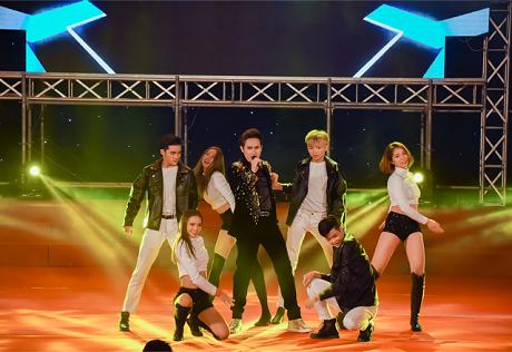 Ca sĩ Nguyên Vũ đốt nóng sân khấu chung kết Người mẫu Thể hình Việt Nam 2019 bằng vũ đạo cực sung