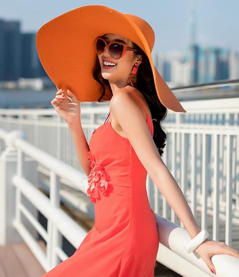 Thời trang Elise mang những tông màu nổi bật, phóng khoáng như mùa Hè