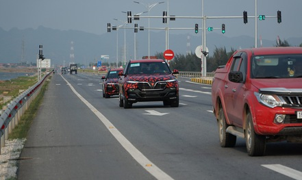 Xe ô tô Lux và Fadil của Vinfast lần đầu chạy xuyên Việt