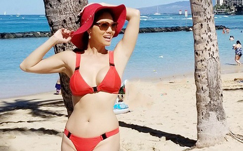 Bộ ảnh bikini nóng bỏng của ca sĩ Hồ Lệ Thu