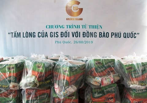Phú Quốc: Công ty BĐS Đảo Vàng trao 600 phần quà cho đồng bào bị thiệt hại do lũ lụt