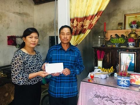 LĐLĐ tỉnh Quảng Trị hỗ trợ gia đình công nhân bị tử vong khi cứu người