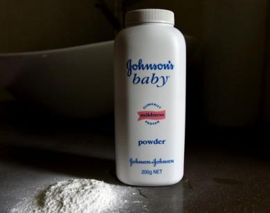 Johnson & Johnson thu hồi thu hồi 33.000 sản phẩm phấn rôm nghi chứa chất gây ung thư