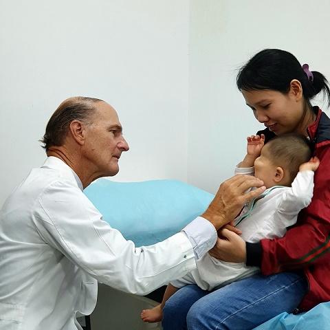 Sự trở lại của bác sĩ McKay McKinnon: Phép màu cho những đứa trẻ kém may mắn