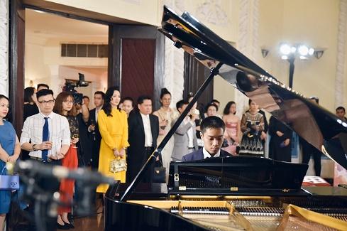 """Lần đầu tiên 3 huyền thoại đàn piano Blüthner cùng hội ngộ trong đêm nhạc """"A Night at The Opera House"""""""