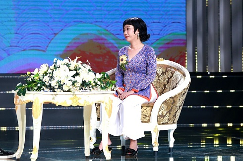 """Nghệ sĩ cải lương Tô Thiên Kiều: """"Khán giả xem hát cúng đình, trải chiếu ngủ nhiều giấc, thức dậy tuồng vẫn chưa vãn"""""""