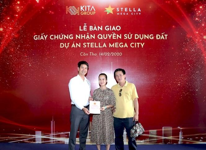 KITA Group trao Chứng nhận quyền sử dụng đất cho khách hàng Stella Mega City