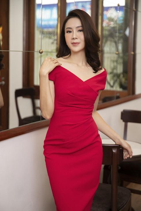 Nữ diễn viên Hồng Diễm chia sẻ bí quyết chọn trang phục thanh lịch