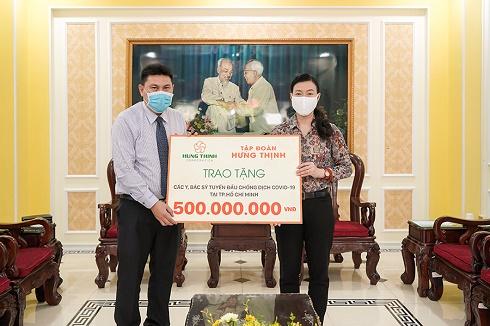 Tập đoàn Hưng Thịnh trao tặng gần 2,5 tỷ đồng (đợt 1) trong gói 20 tỷ hỗ trợ y, bác sĩ tuyến đầu chống dịch Covid-19