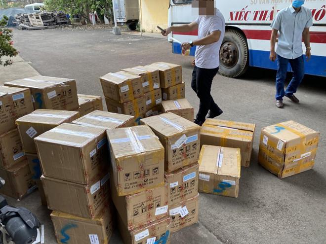 TP Hồ Chí Minh: Phát hiện kho mỹ phẩm Trung Quốc nhập lậu cực lớn ở quận 12