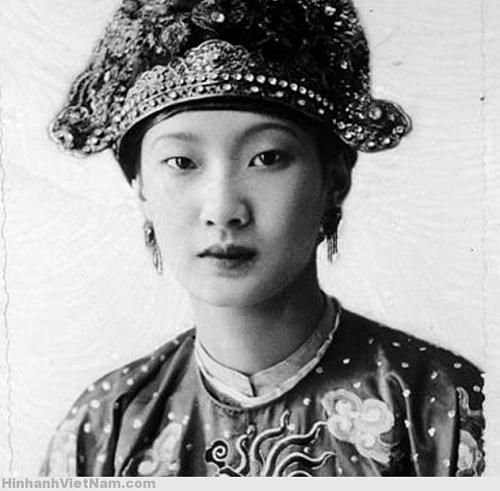 Thu Anh Hồ được cộng đồng mạng gọi tên vì nét đẹp Á Đông khá giống Nam Phương Hoàng Hậu thời trẻ