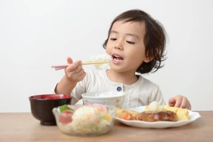 Vì sao trẻ ăn nhiều mà không tăng cân?
