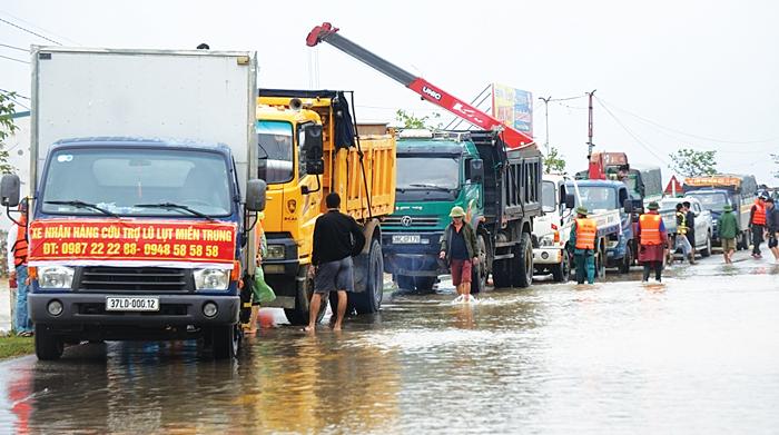 Miễn phí BOT xe đi cứu trợ miền Trung: VEC làm khó khi yêu cầu giấy tờ dấu đỏ