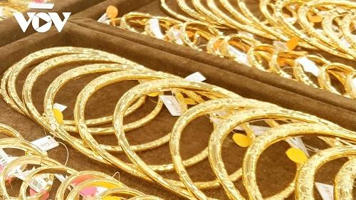 Giá vàng trong nước giảm nhanh về sát mốc 55 triệu đồng/lượng