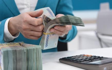 Phải xử lý nghiêm nhân viên ngân hàng ép khách mua bảo hiểm khi vay vốn