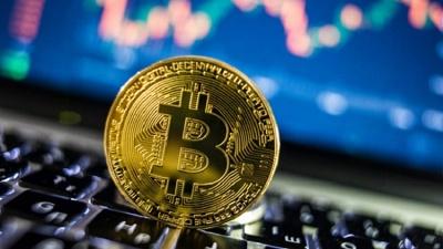 Vì sao giá Bitcoin biến động mạnh những ngày qua?
